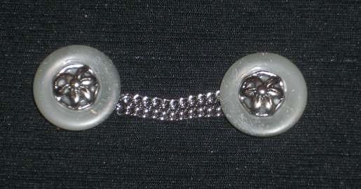 Trachtenknöpfe mit Kettchen grau-silber Nr. 4